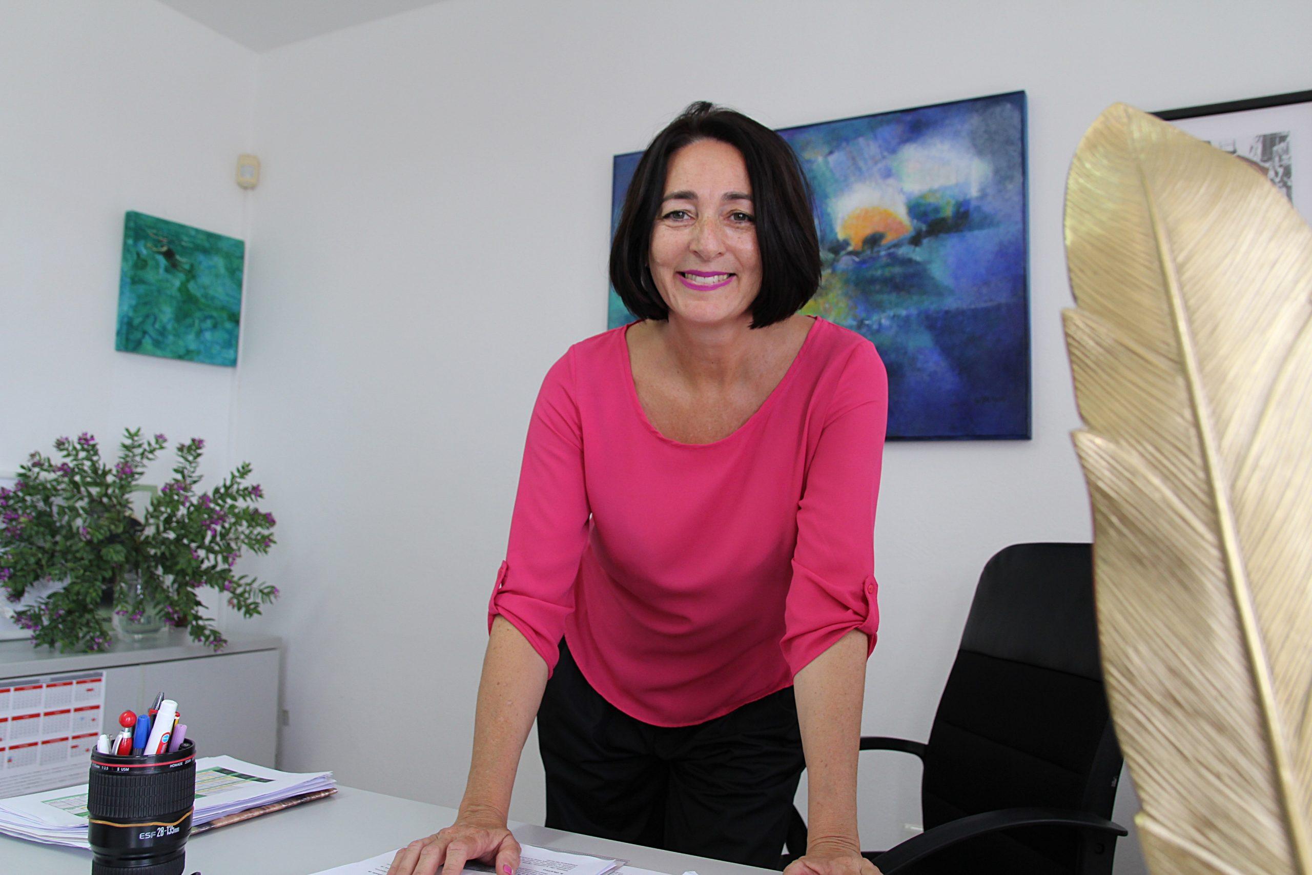 Tías colabora en la publicación del libro Las lenguas cortadas, de Cirilo Leal