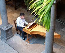 La música de la corte del Rey Sol se escucha en el patio de la Casa de Colón