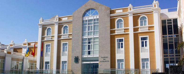 El Cabildo de Lanzarote publica el listado provisional de adjudicación de las Ayudas al Transporte del curso 2014-2015