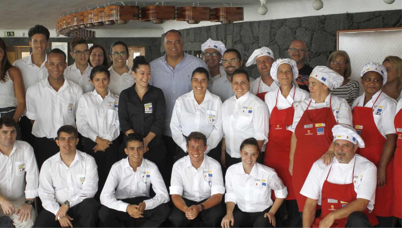 """Los 25 participantes en los programas de formación y empleo """"Entre Comandas"""" y """"Gastronomía Volcánica"""" iniciarán en octubre sus prácticas en restaurantes de la isla"""