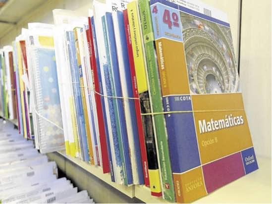 Arrecife publica el listado provisional de las ayudas para la compra de libros de texto y material escolar