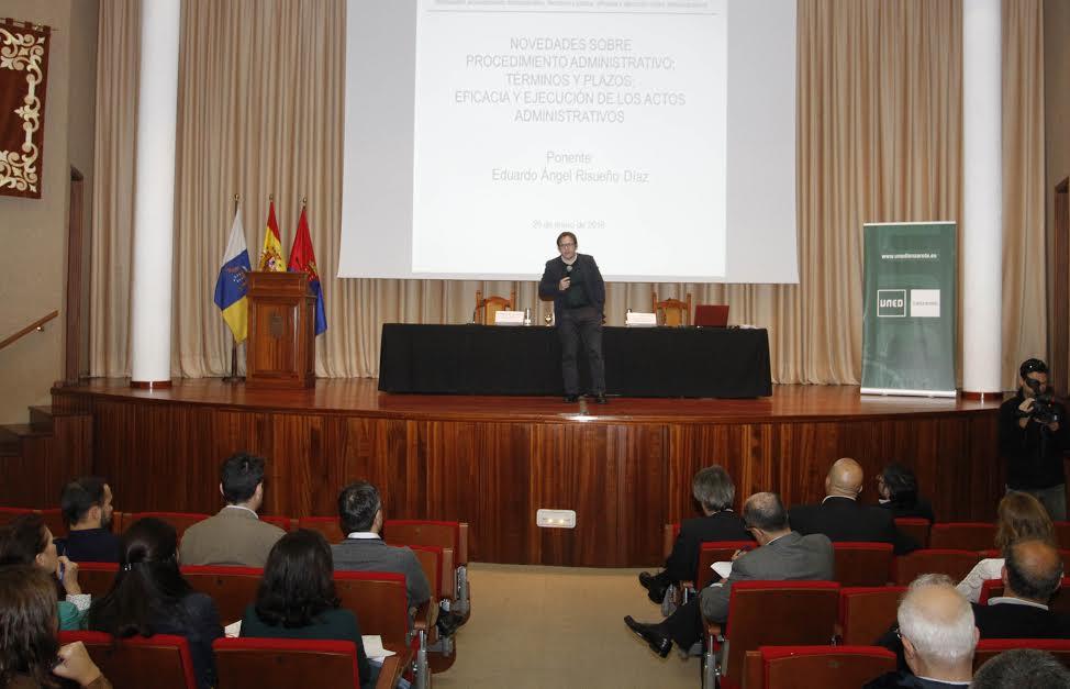 El Cabildo de Lanzarote, el Gobierno de Canarias y la UNED celebran con buena acogida las primeras jornadas legislativas enfocadas al personal de las administraciones y juristas