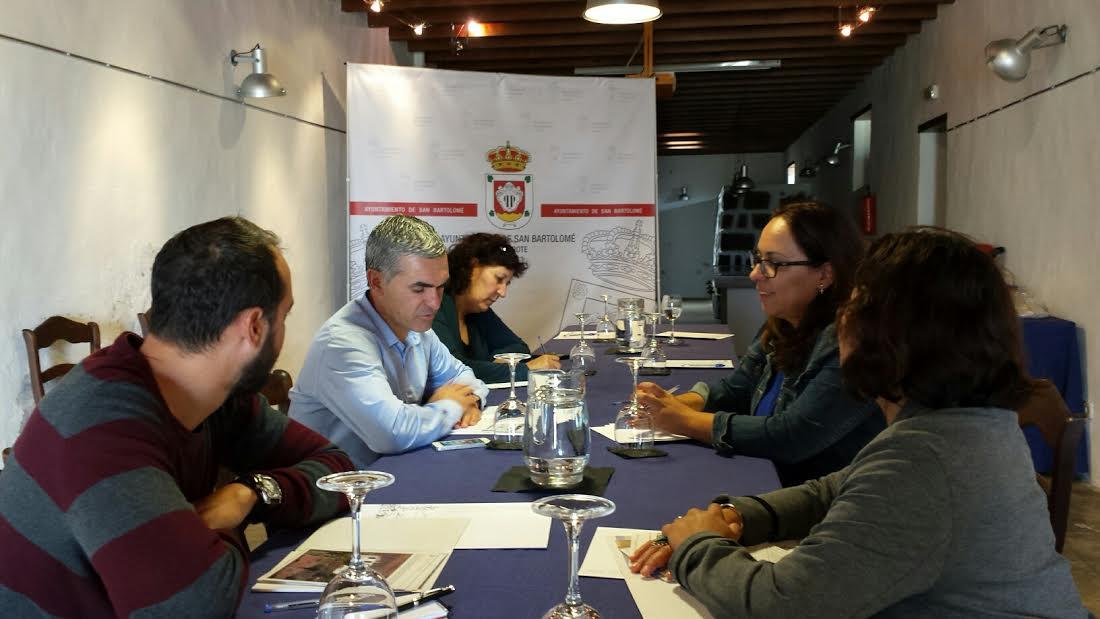 La concejalía de Turismo de San Bartolomé y Turismo Lanzarote colaboran en la puesta en marcha del mercadillo tradicional del municipio