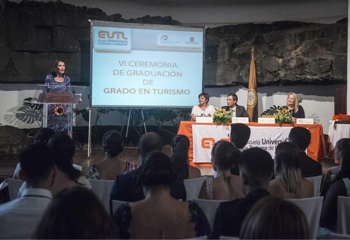 María Teresa Lorenzo resalta la importancia de la formación turística en la graduación de 44 alumnos de la Escuela Universitaria de Turismo de Lanzarote