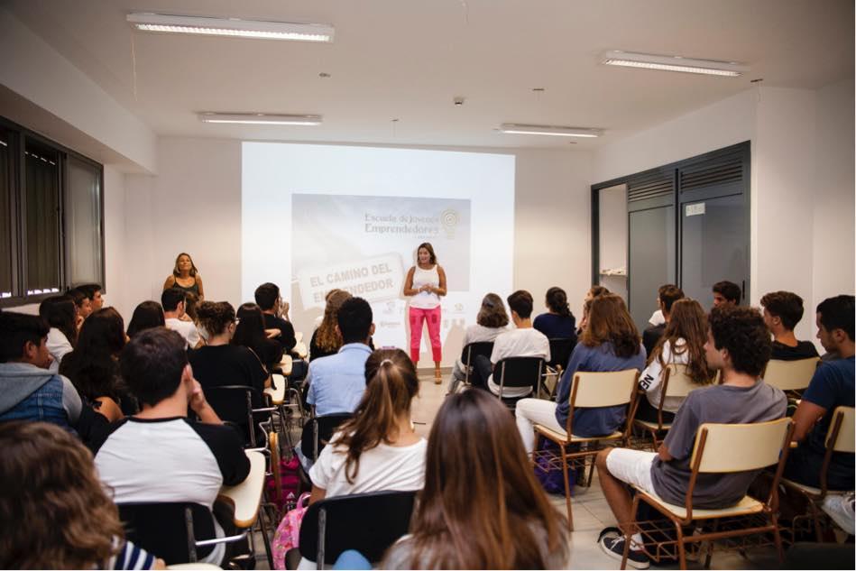 Los alumnos del IES Costa Teguise inician el curso aprendiendo a ser empresarios