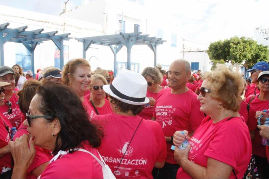 Más de 300 personas cubrieron de rosa el casco antiguo y el litoral arrecifeño en una caminata contra el cáncer de mama