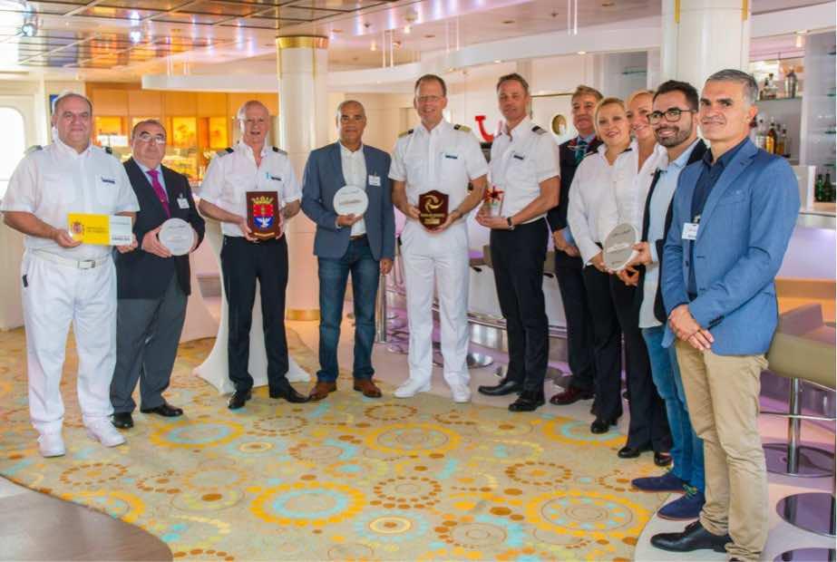 Lanzarote da la bienvenida al crucero Mein Schiff 2, que arribó por primera vez al Puerto de Arrecife con casi 2.700 personas a bordo