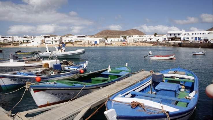 El Cabildo de Lanzarote informa de que el Gobierno de Canarias ha abierto el plazo para solicitar la autorización de pesca en la Reserva Marina de La Graciosa e Islotes del Norte