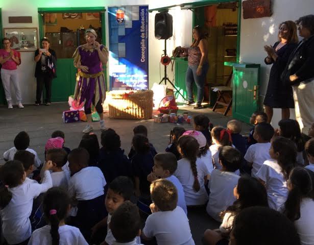 Los escolares de Arrecife cantan a la Navidad