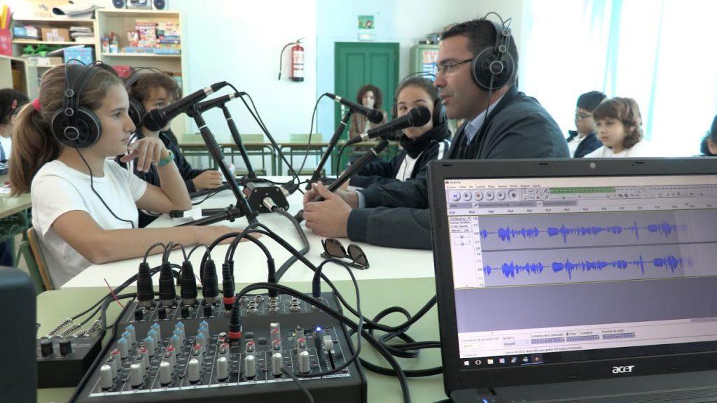 Teguise acerca a los escolares del municipio al mundo de la radio