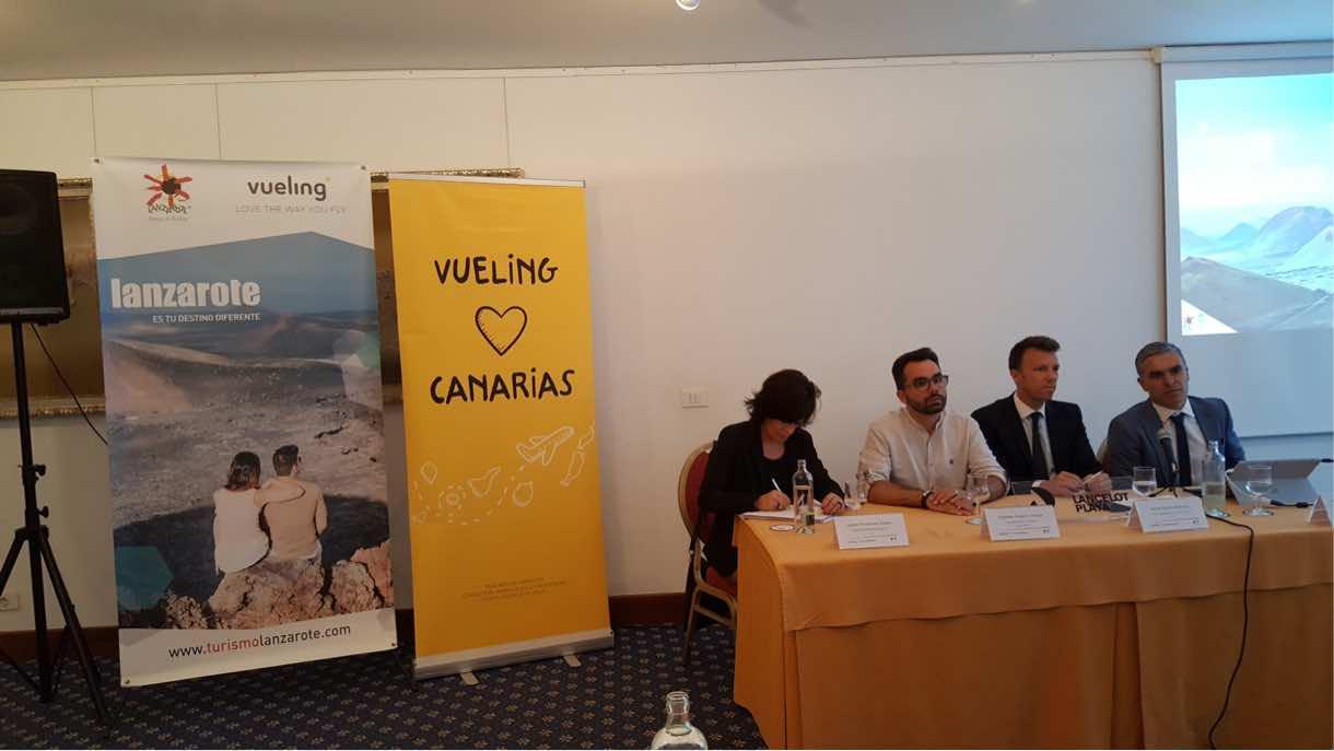 Turismo Lanzarote y Vueling intercambian y comparten estrategias de interés para el sector turístico insular