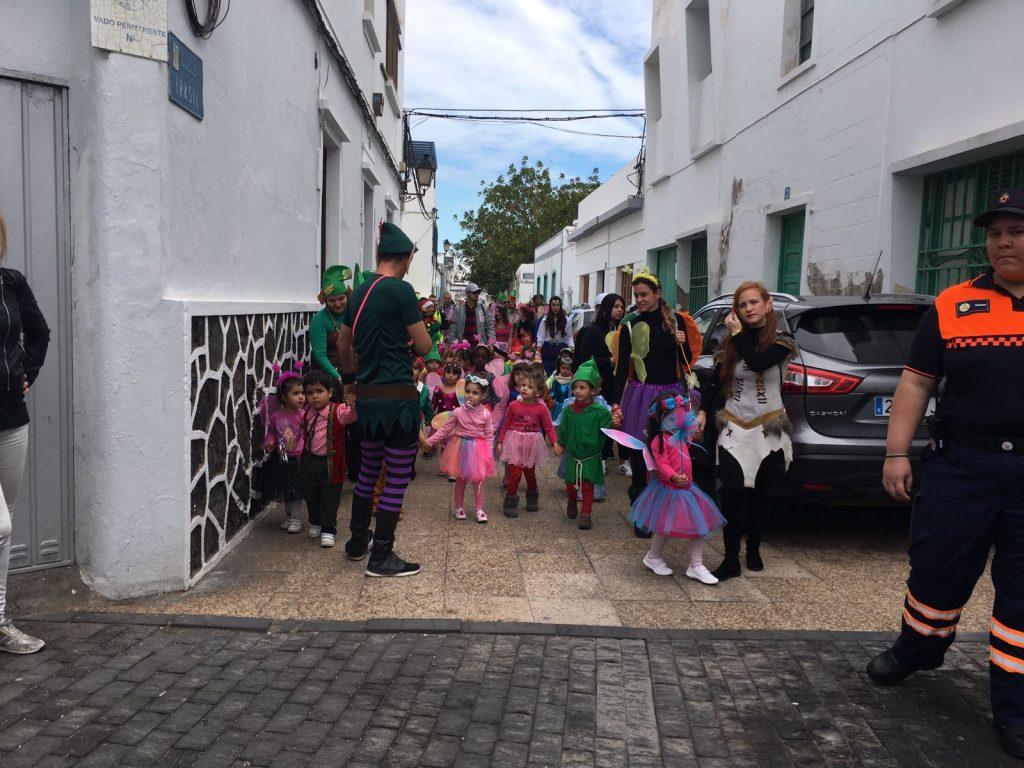 El CEIP Nieves Toledo despide el Carnaval Encantado por las calles de Arrecife