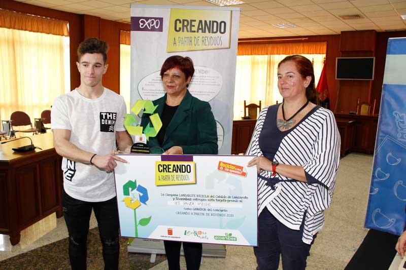 'La planta Carnívora' del alumnado del IES Yaiza gana el concurso 'Creando a partir de los Residuos 2018' del Cabildo de Lanzarote