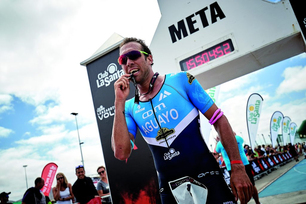 Emilio Aguayo y Alice Hector ganadores en el triatlón Volcano