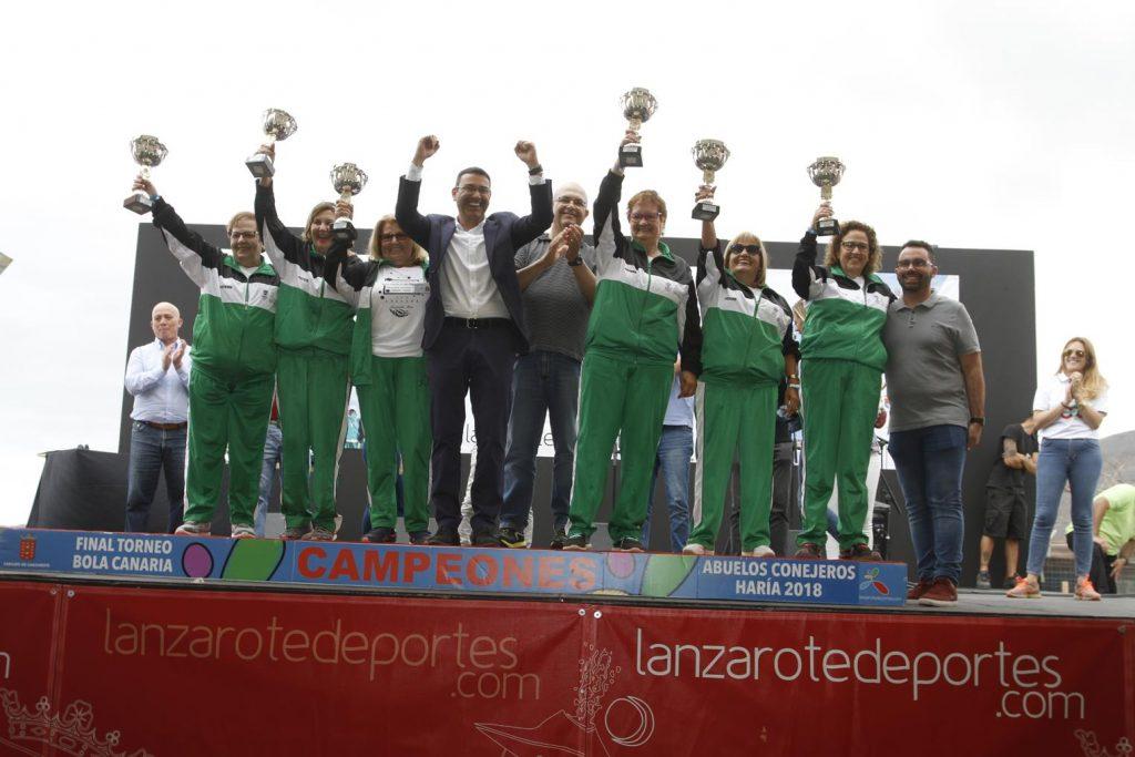 Santa Anta, en la categoría femenina, y Los Chicos de Nazaret, en la masculina, vencen en el XVIII Torneo de Bola Canaria de Madera 'Abuelos Conejeros'