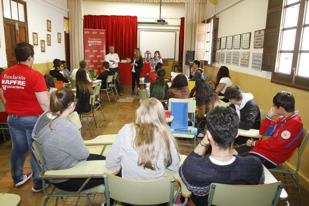 El Cabildo de Lanzarote y la Fundación MAPFRE Guanarteme llevan a los Institutos de Enseñanza Secundaria un taller de Educación Financiera y Aseguradora