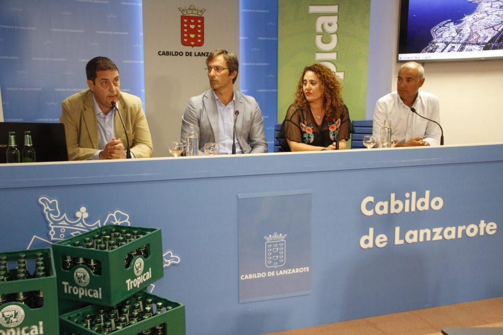 El Cabildo de Lanzarote felicita a 'Compañía Cervecera de Canarias' por su proyecto pionero de gestión de envases en La Graciosa
