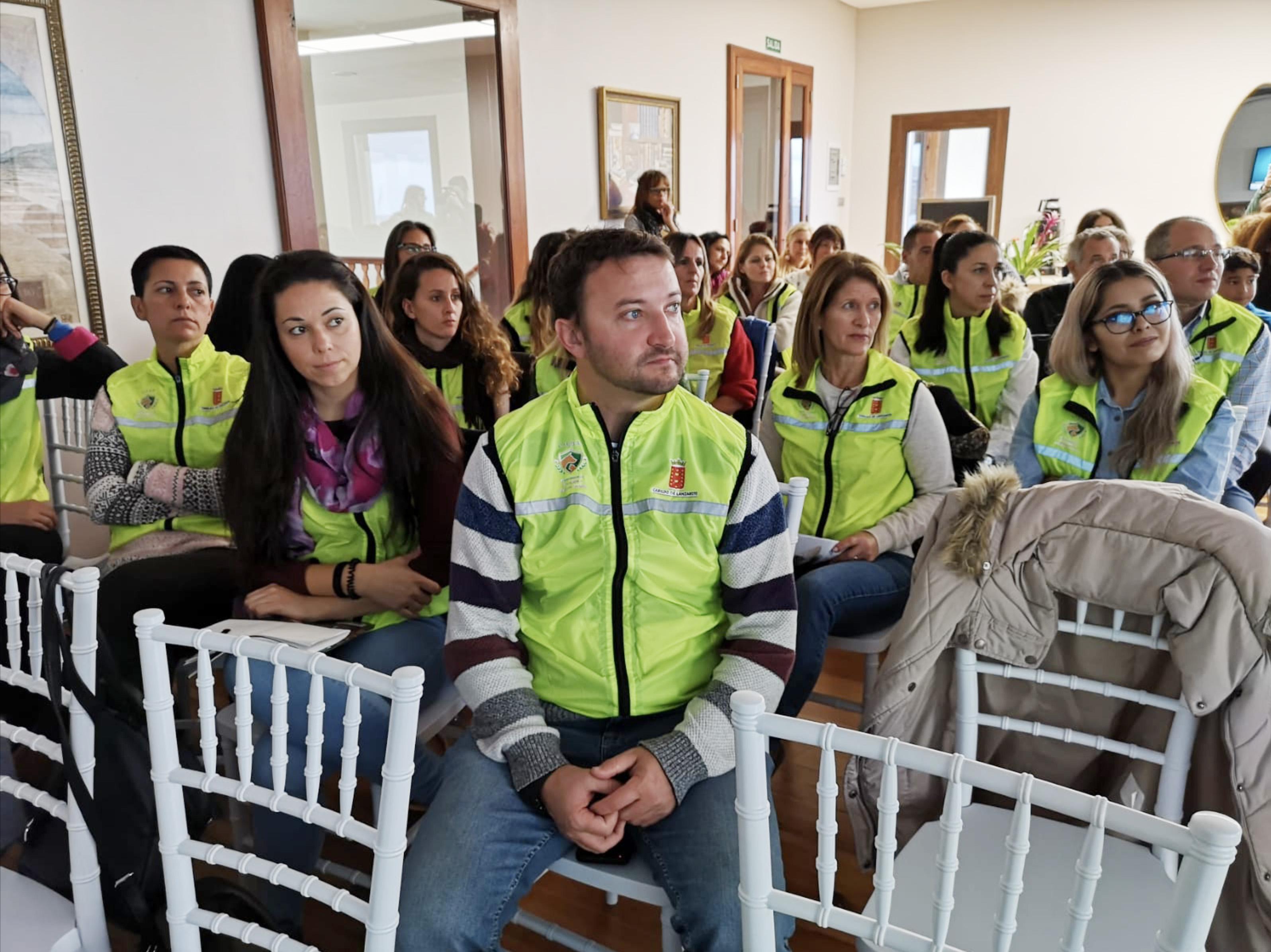Un grupo de 18 voluntarios del proyecto CIEBA asiste en Fuerteventura a unas jornadas formativas por el bienestar animal