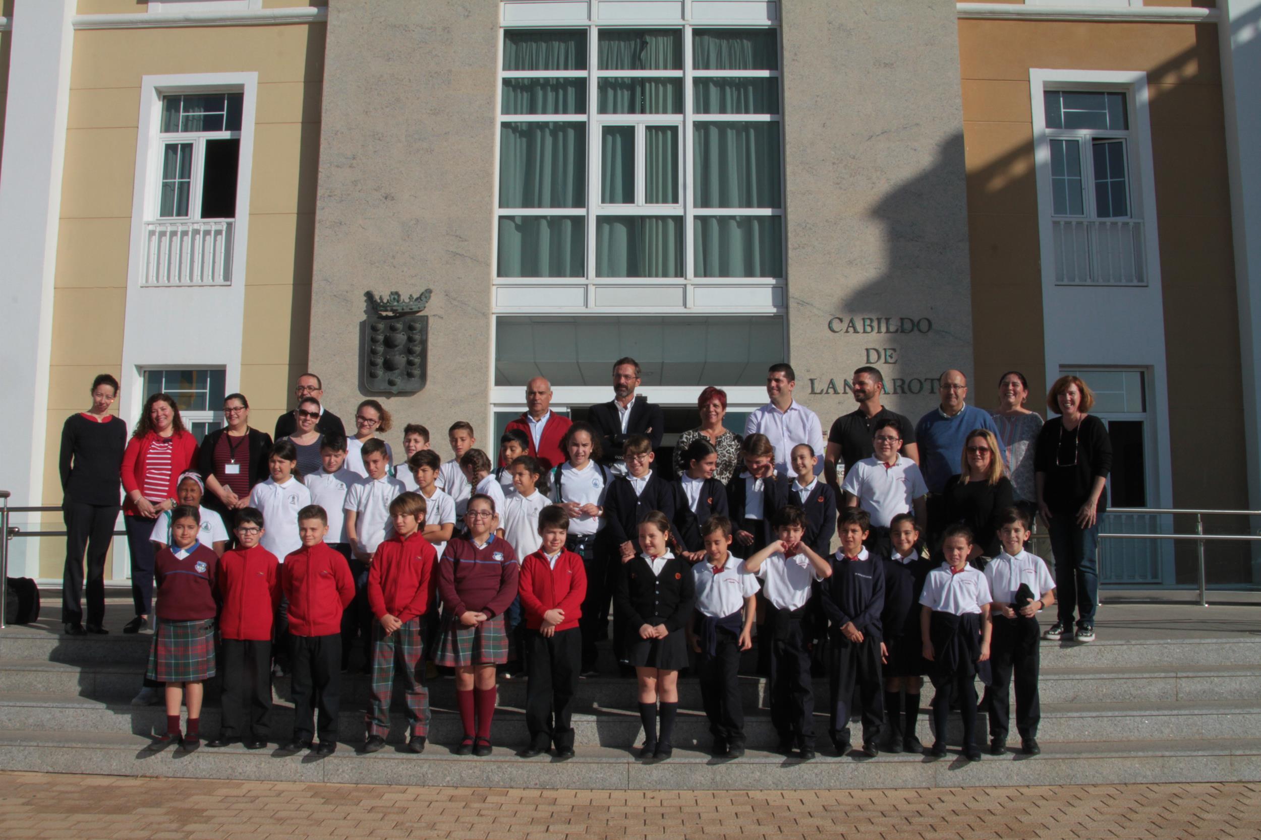 Treinta alumnos de Primaria visitan el Cabildo de Lanzarote en la primera fase del Concurso 'Conoce tu Cabildo, participa'