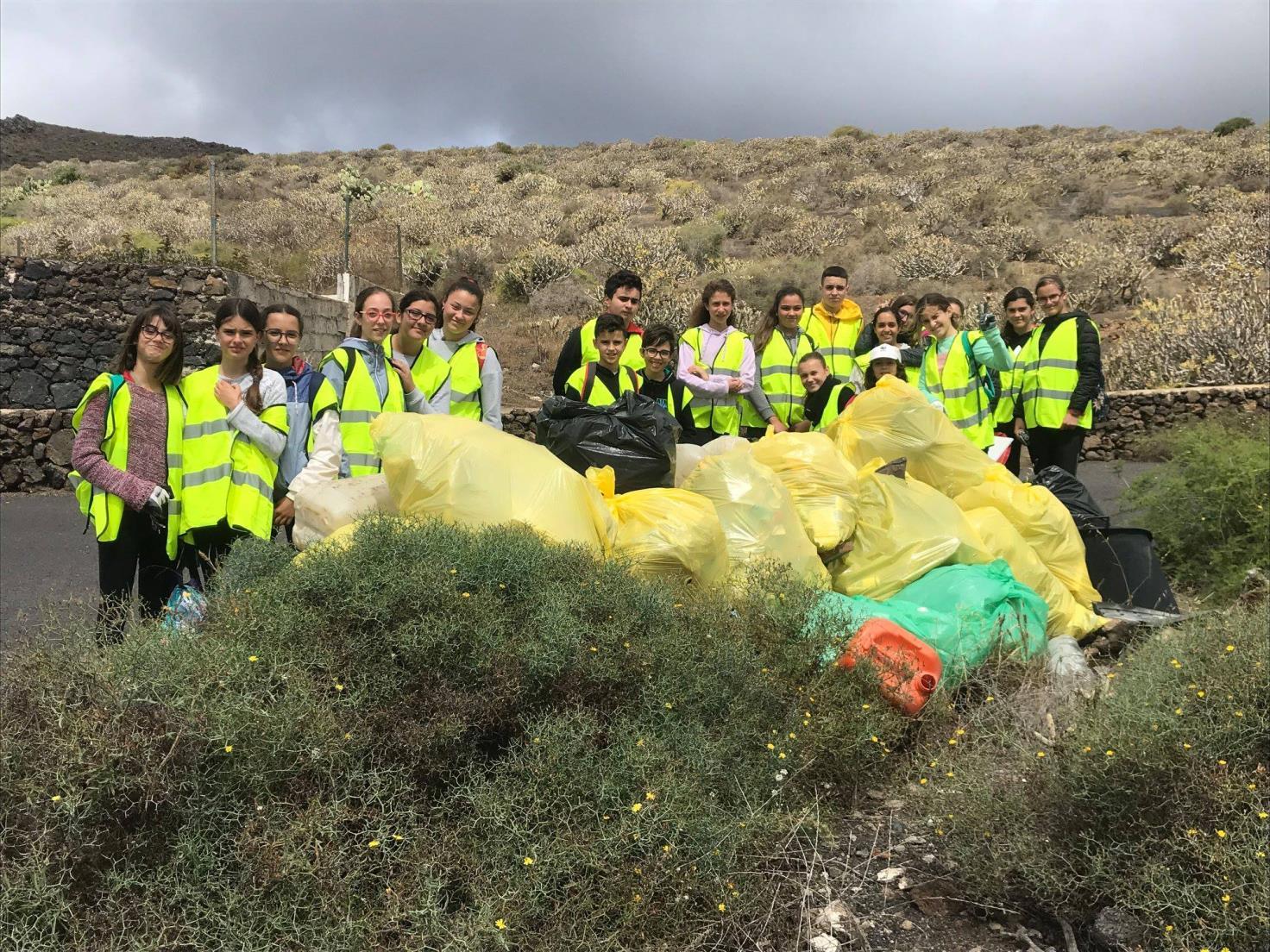 Alumnos de Haría participan en el proyecto de concienciación ambiental 'Dame la lata'
