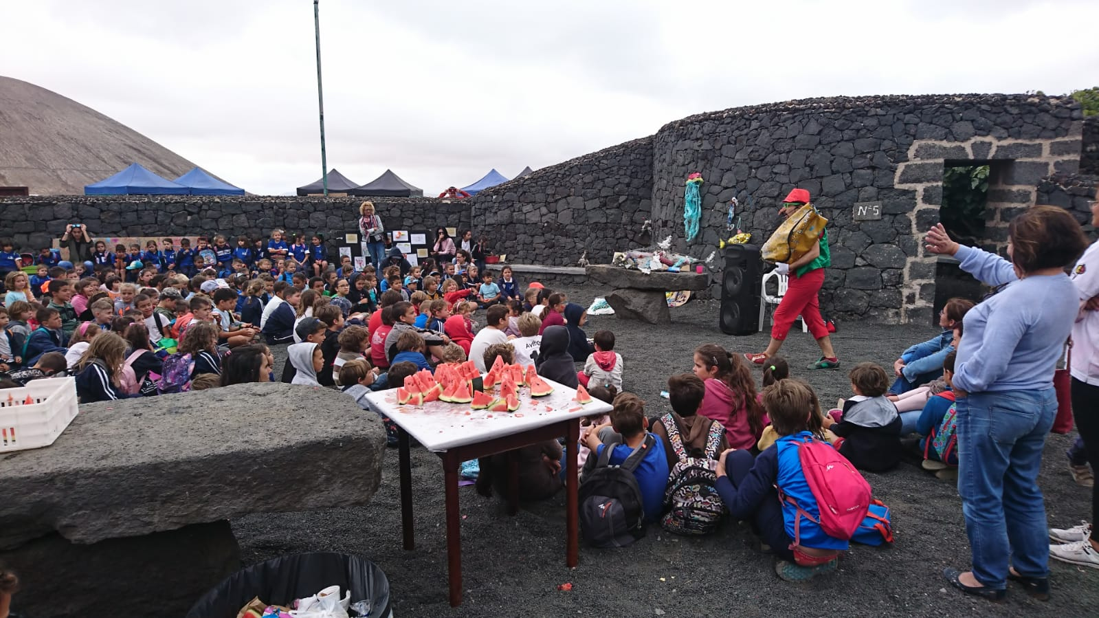 Cerca de 300 niños y niñas y comunidad educativa de trece escuelas rurales del proyecto 'Colegios de la Biosfera' de Lanzarote participan de su tercer encuentro anual