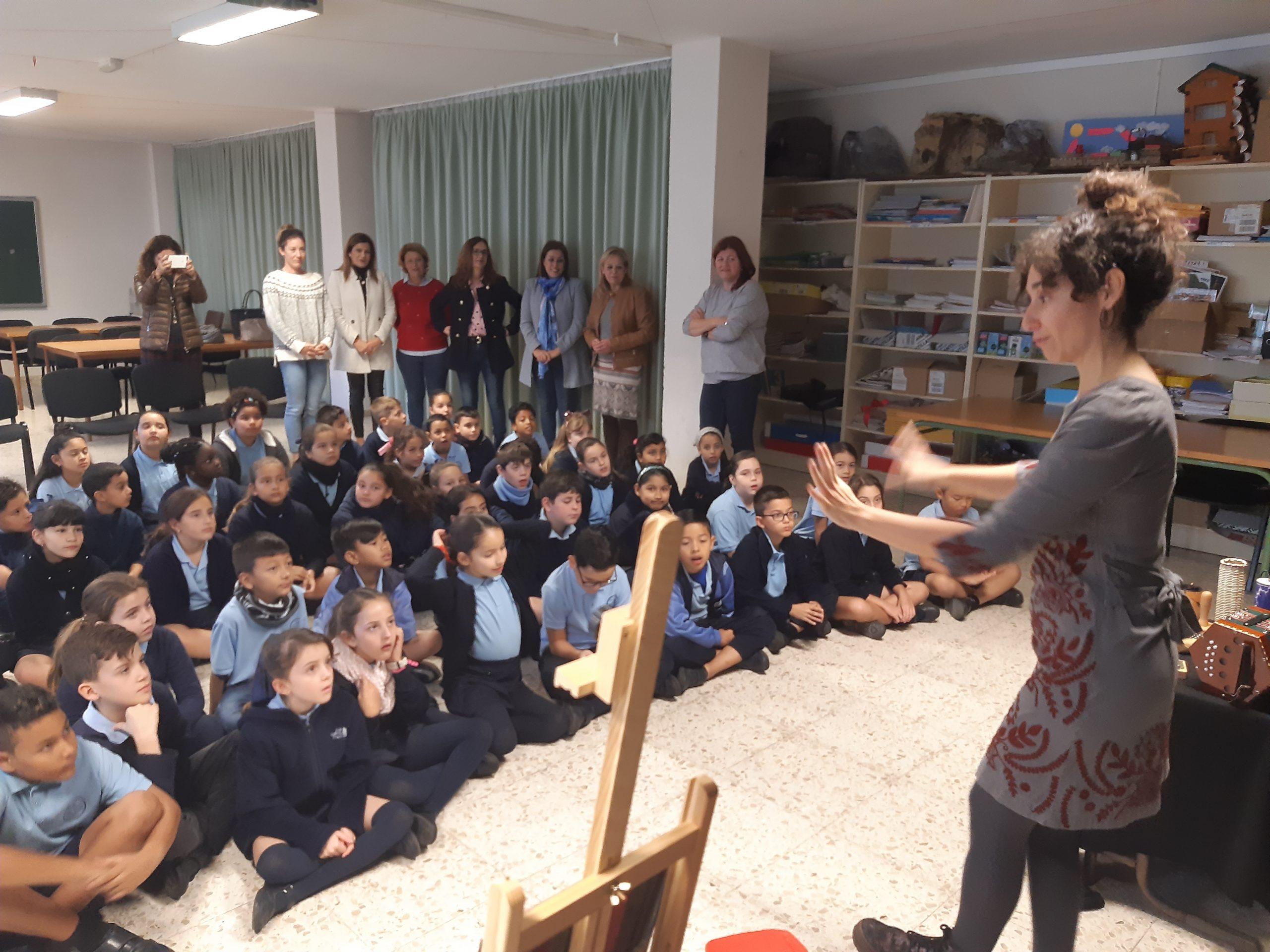 El Ayuntamiento imparte unos tallares en los colegios de Arrecife  para apoyar la integración de los migrantes