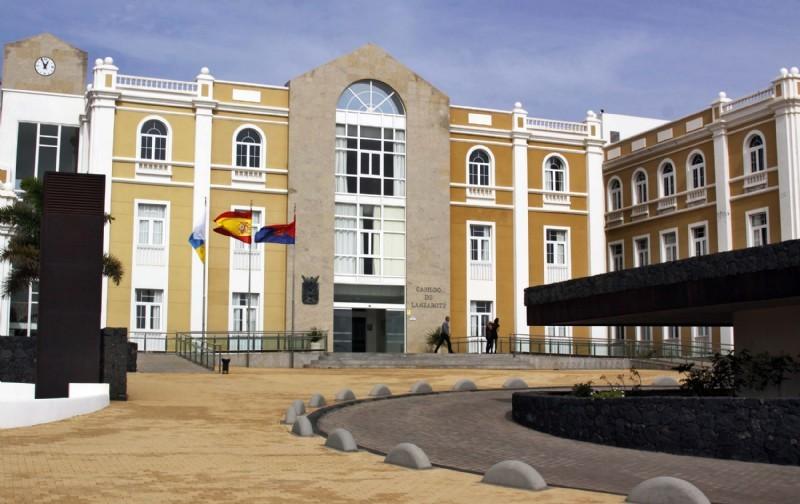 El Cabildo aprueba la convocatoria de becas y ayudas para el curso escolar 2019/2020 por valor de 700.000 euros