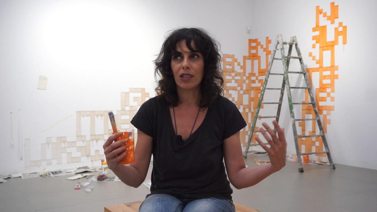 Laura González indaga en la distancia física y reproductibilidad de las imágenes