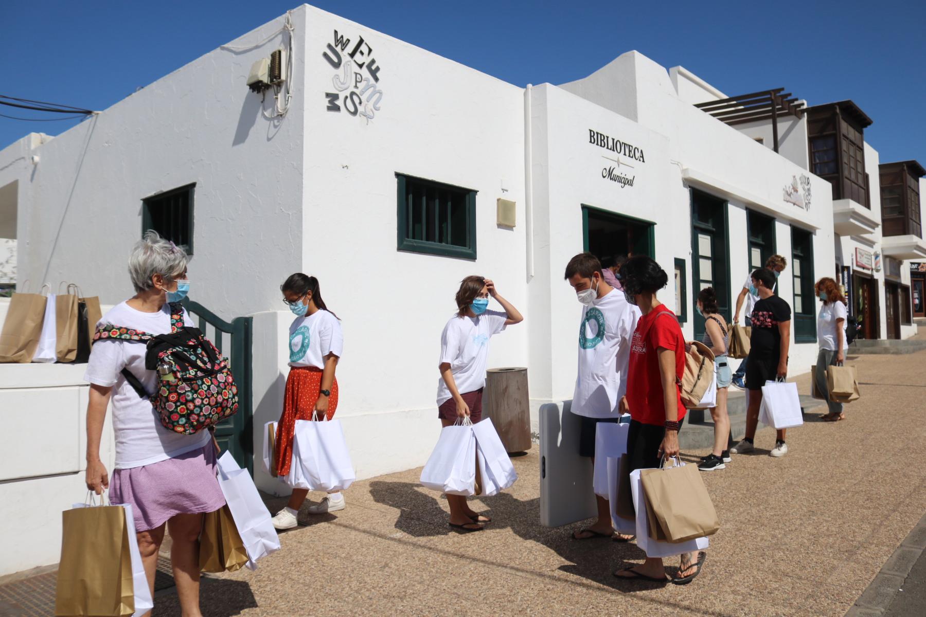Cuentacuentos en Playa  Blanca para concienciar sobre el medioambiente