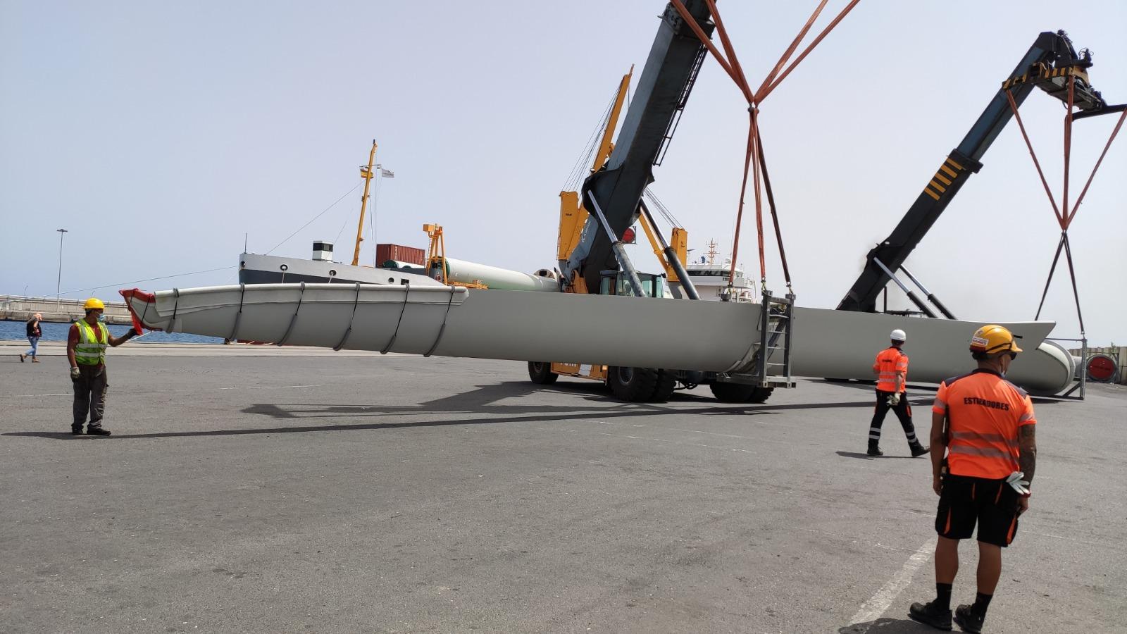 Llegan a Lanzarote los cuatro aerogeneradores del futuro Parque Eólico