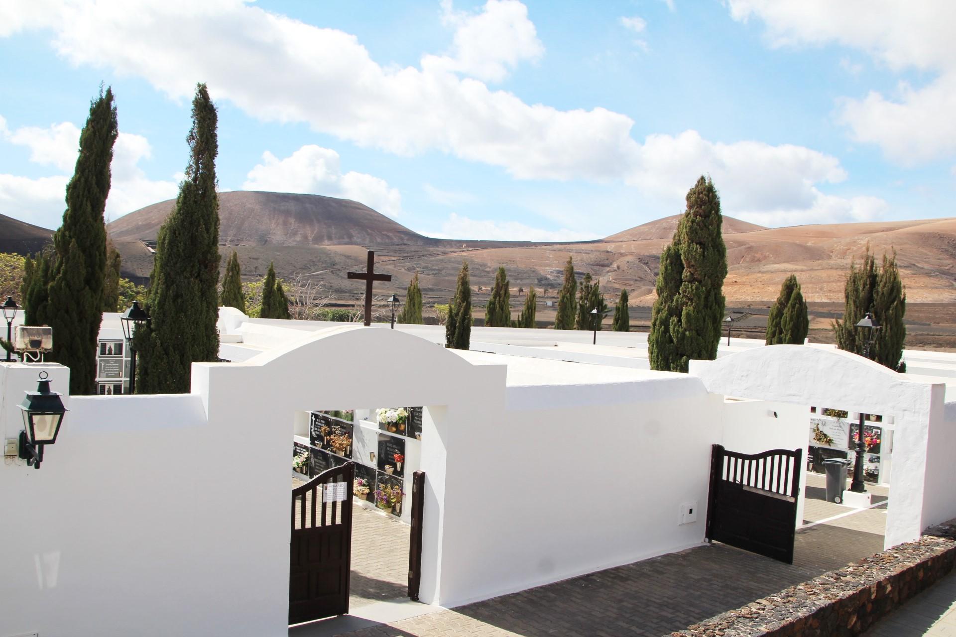 Yaiza establece el protocolo de seguridad para la apertura del cementerio