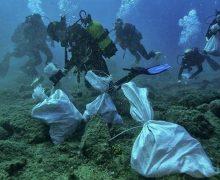 Los fondos marinos de la bahía de Arrecife más limpios desde `el cambio de hora'
