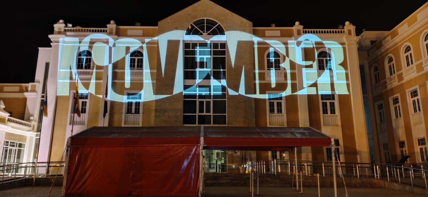 El Cabildo se sumó al movimiento 'Movember' iluminando su fachada
