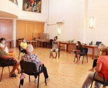 Taller de arteterapia en el Centro de Mayores de Puerto del Carmen