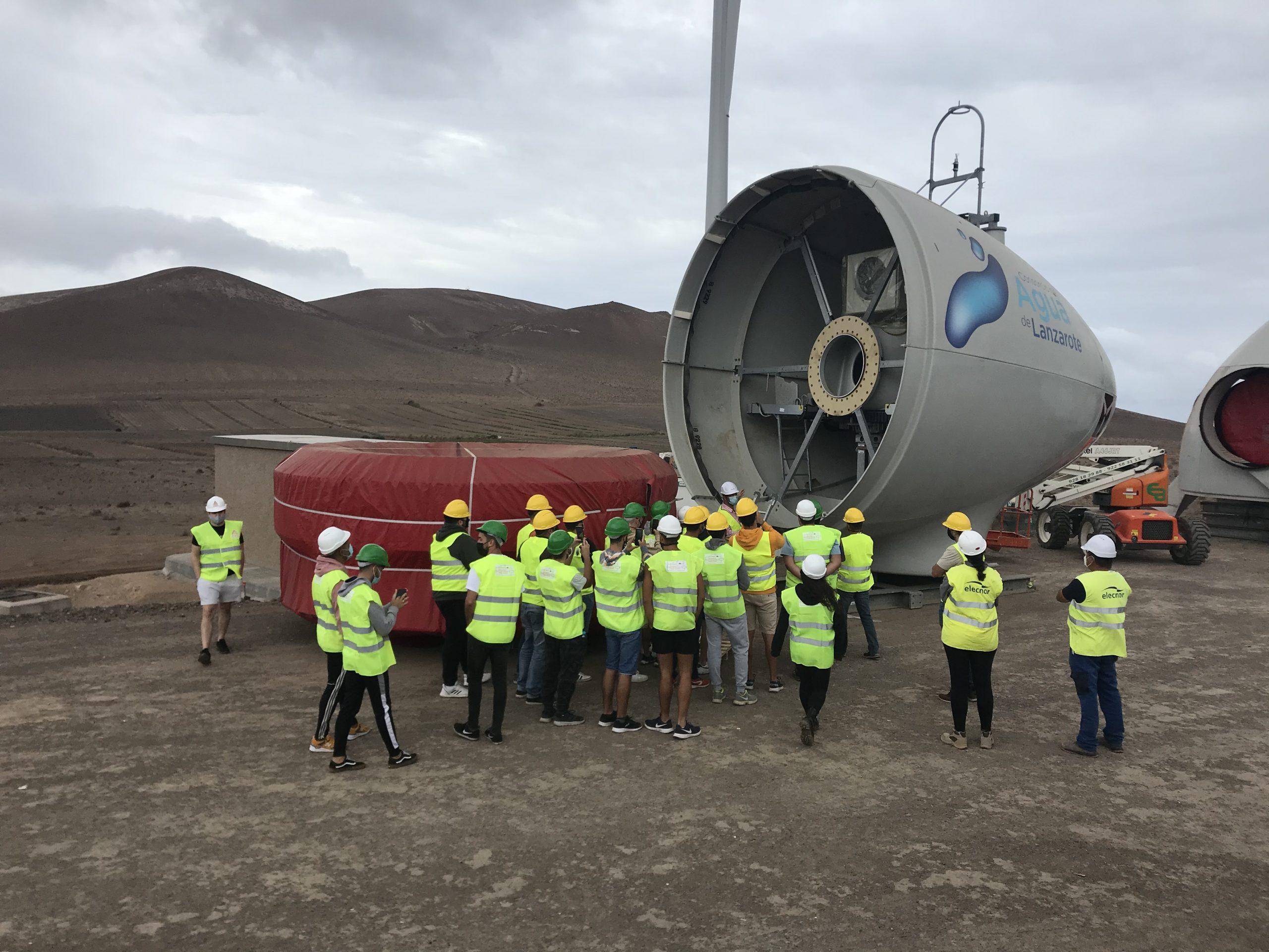 El Cabildo enseña a 25 alumnos del ciclo superior de energías renovables de CIFP Zonzamas el montaje del Parque Eólico Arrecife