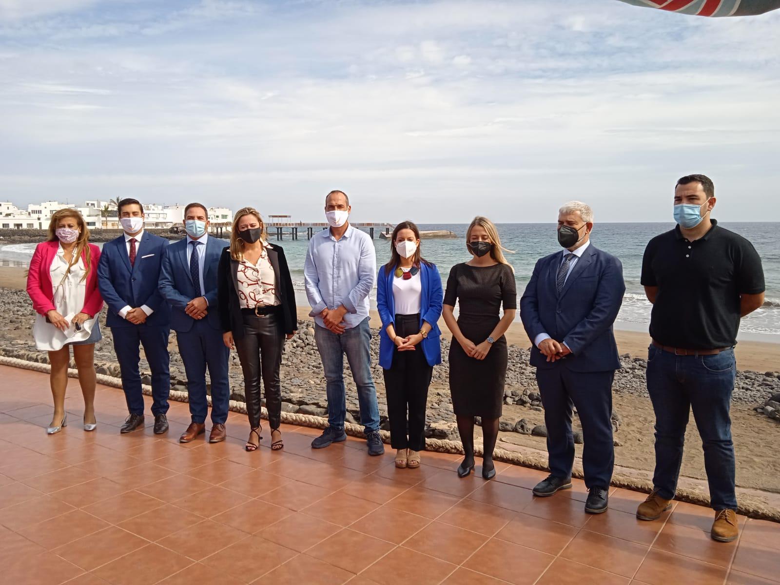 El Gobierno anuncia en Lanzarote el aumento de inversiones para estimular el turismo, la industria y el comercio
