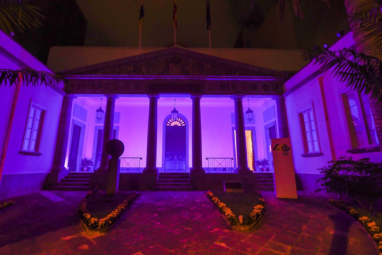 Día diabetes, iluminación fachada Parlamento