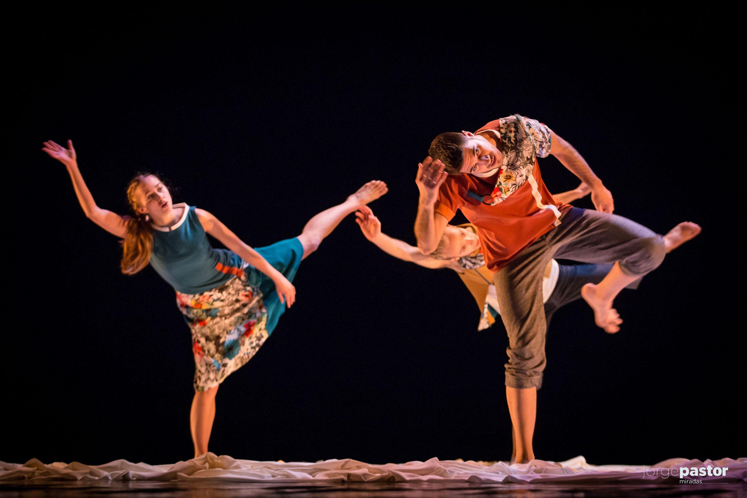 La belleza de 'Nudos' asombra a los niños y niñas que estos días acuden al Teatro Cuyás