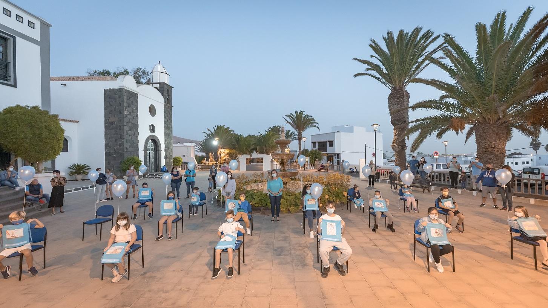 San Bartolomé entrega a la Fundación Pequeño Valiente 500 mochilas solidarias para recaudar fondos