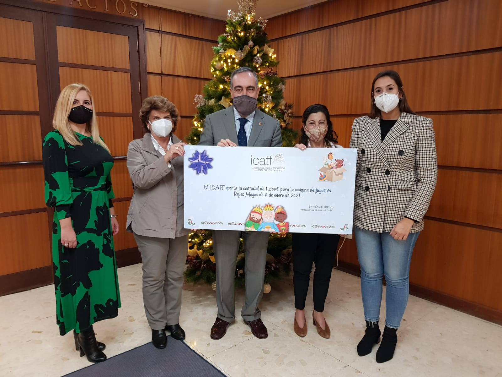 El ICATF hace entrega de un cheque destinado a la compra de juguetes y regalos de Reyes para los niños de la ciudad