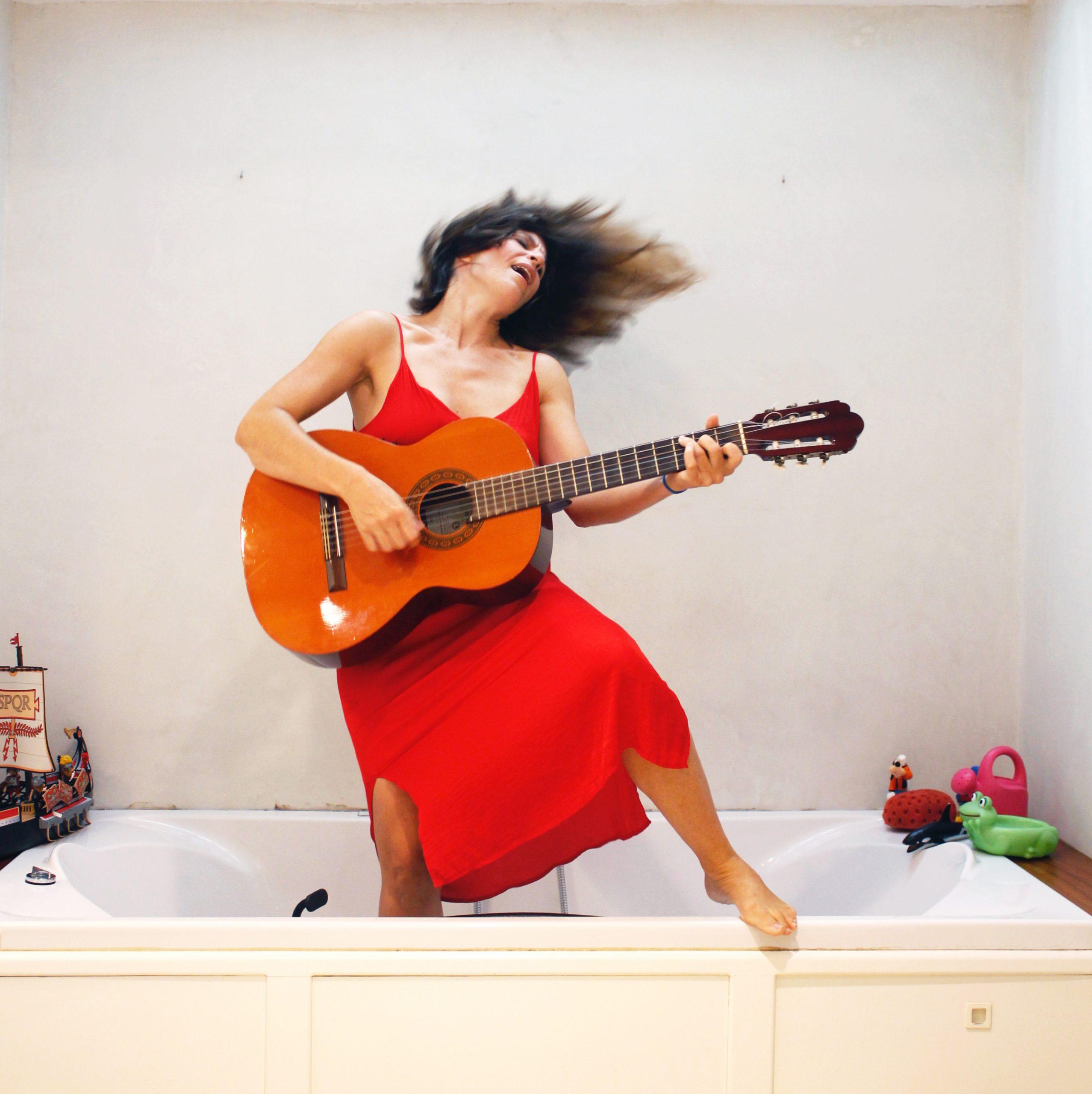 La cantante Ana Label se suma al ciclo 'Patios Encantados' para ofrecer un concierto 'online' de las canciones de su primer disco
