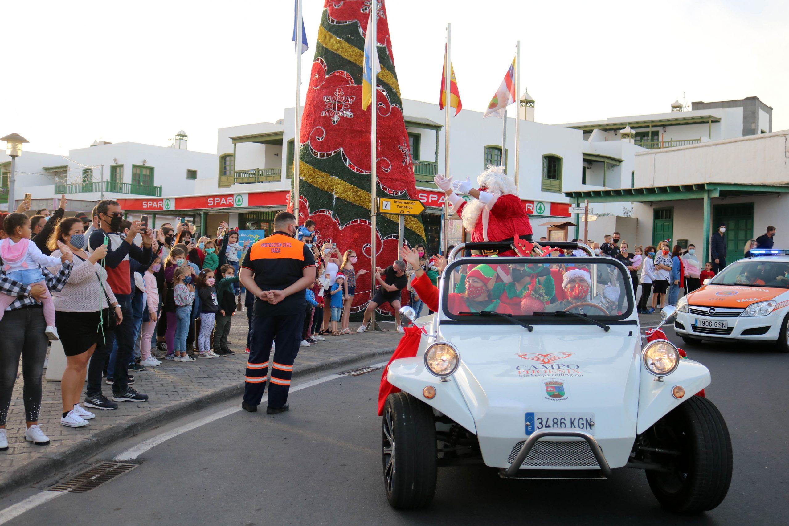 Papá Noel reparte ilusión y alegría en Playa Blanca