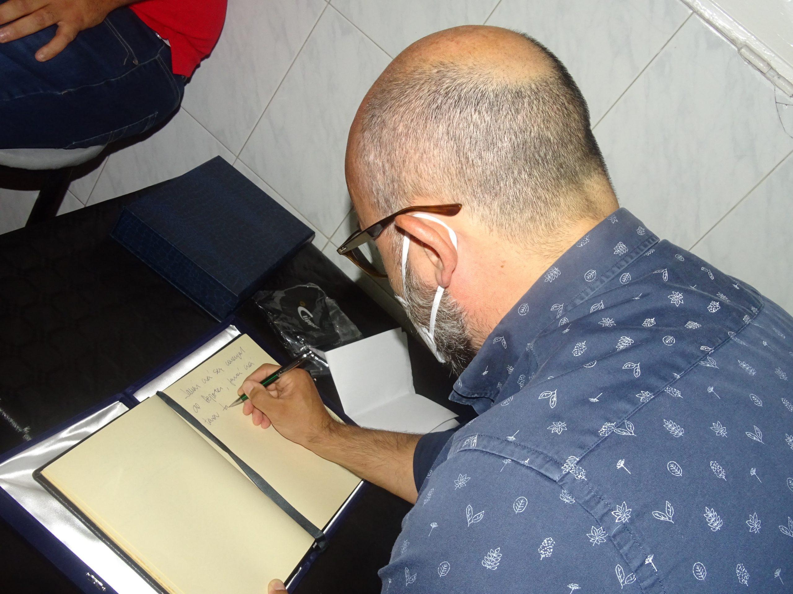 Aridany Romero nombrado socio de honor del Poeta Tomás Morales Clipper