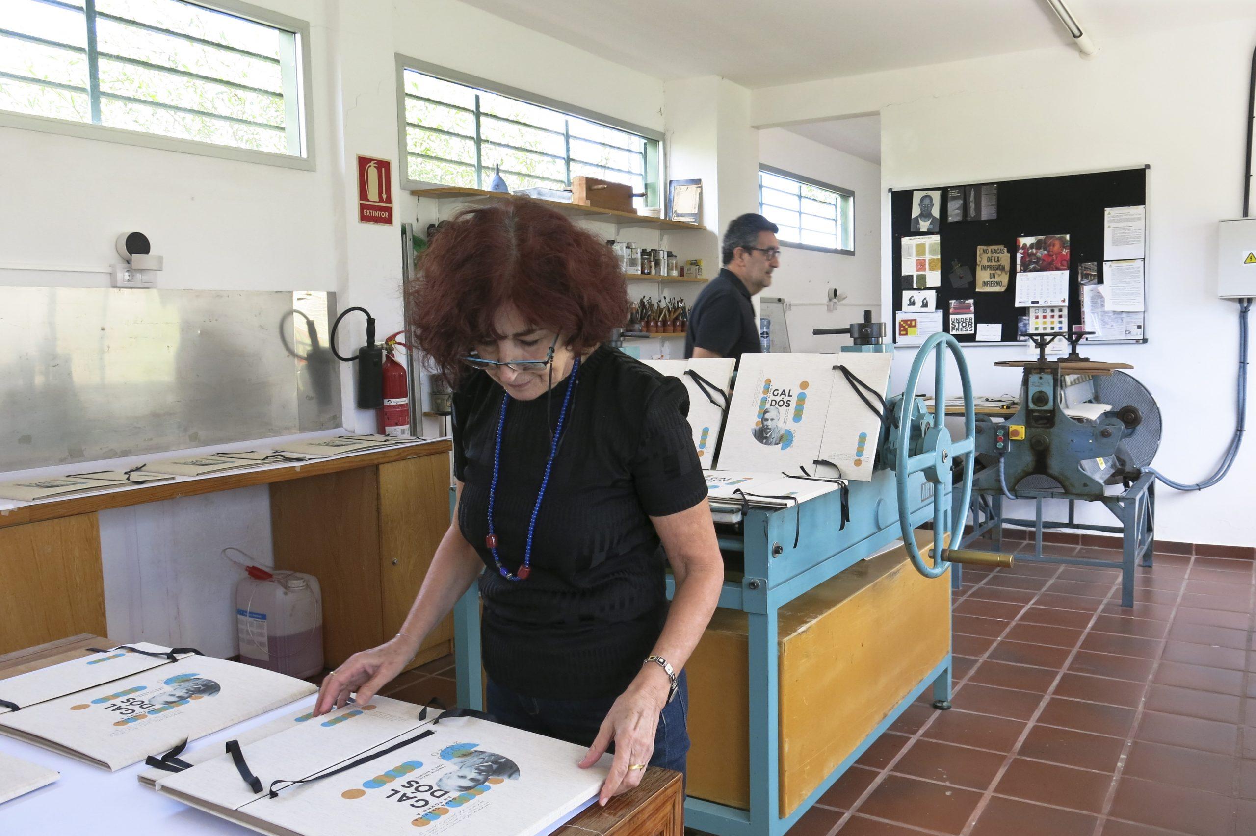 El Centro de Artes Plásticas del Cabildo confecciona una carpeta con grabados en homenaje a Benito Pérez Galdós