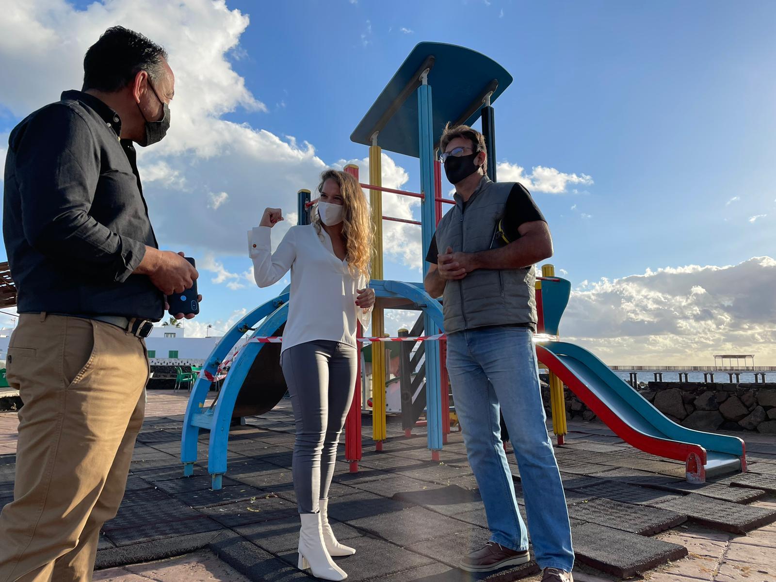 Haría invertirá más de 60.000 euros en la renovación de los parques infantiles de Arrieta, Punta Mujeres y Máguez