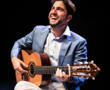 El guitarrista Rafael Aguirre, este viernes en el Auditorio Alfredo Kraus dentro del ciclo 'Maestros en Guitarra 2021'
