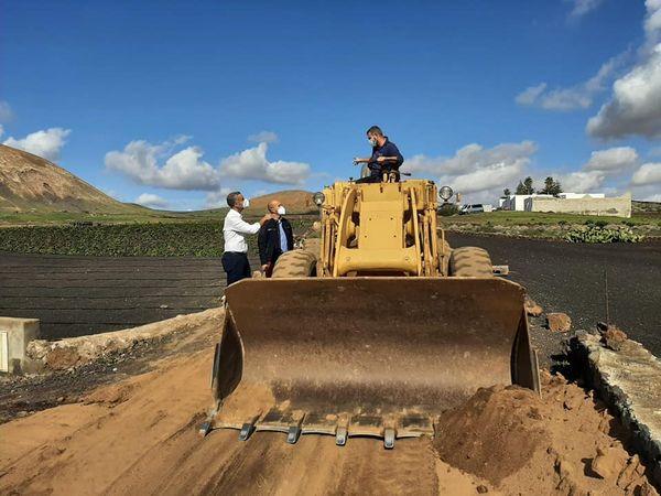 San Bartolomé realiza labores de mejora y acondicionamiento de  caminos rurales tras las lluvias
