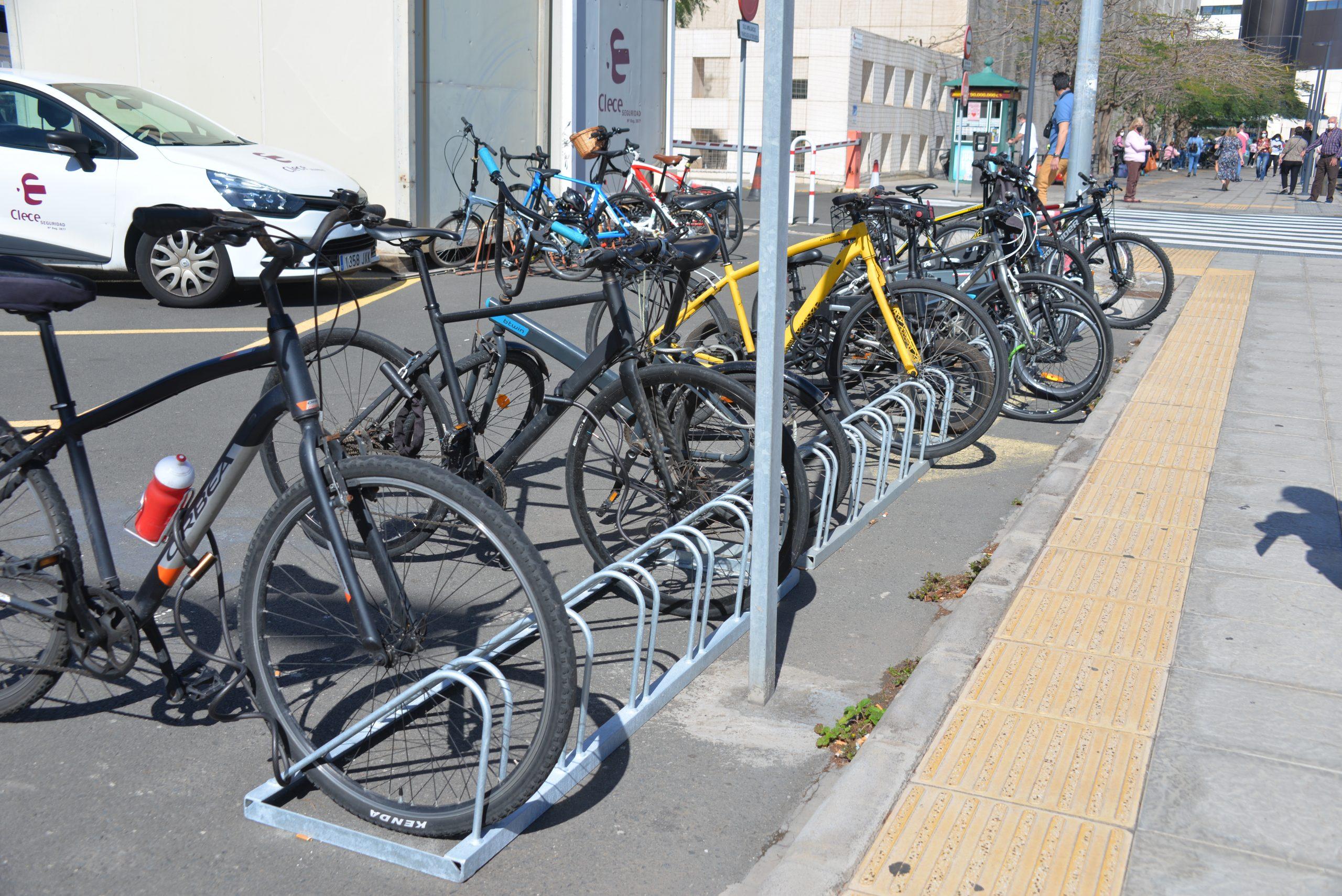 El Insular-Materno Infantil habilita una zona de estacionamiento para bicicletas