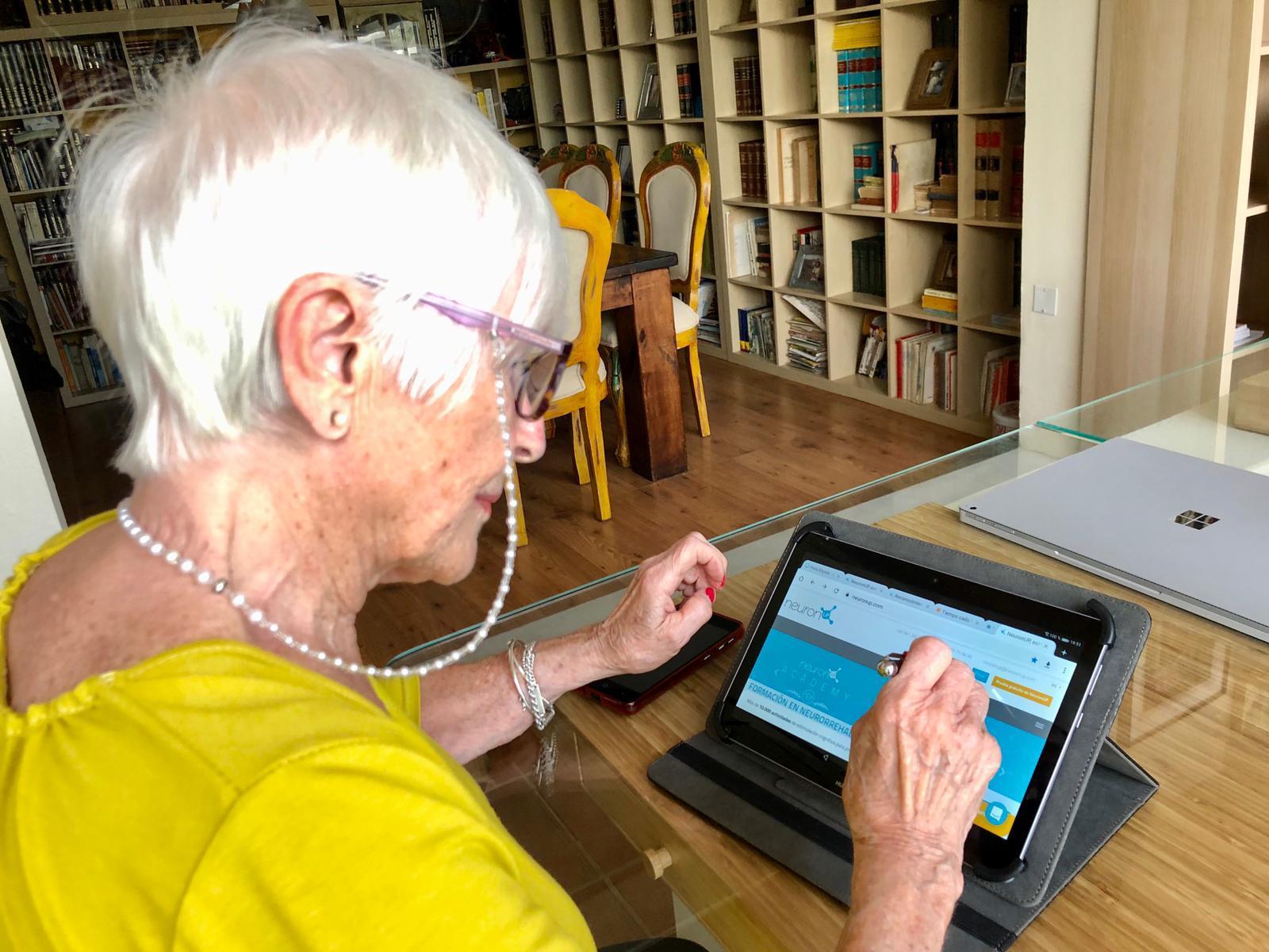 Los mayores de Teguise, activos a través de la red
