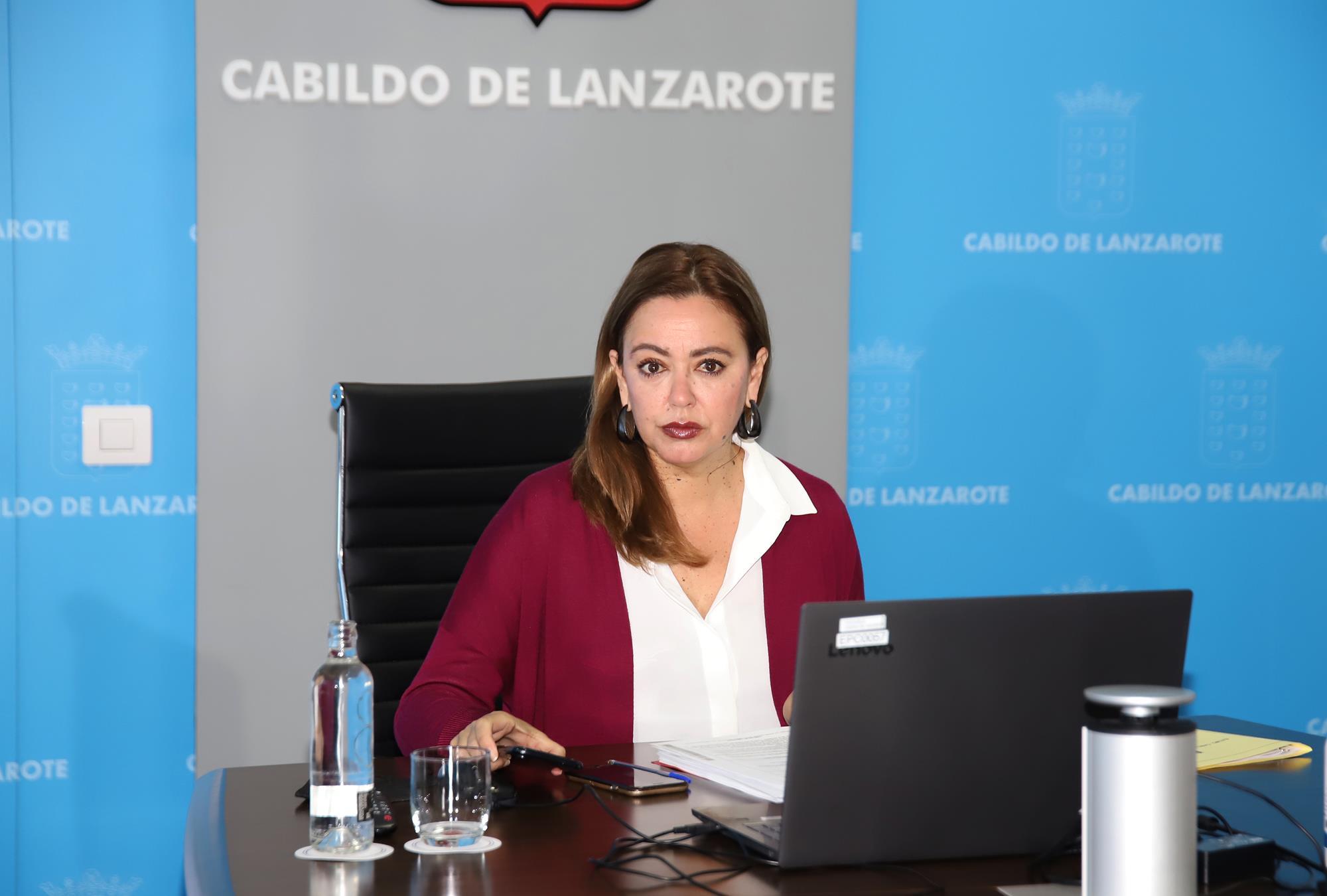 El Cabildo aprueba un plan de ayudas económicas a la formación de jóvenes en situación de vulnerabilidad